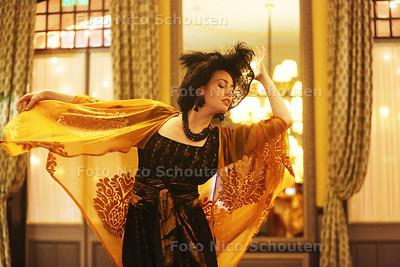 Mata Hari in Des Indes - Er is een documentaire in de maak rond Mata Hari en daarvoor vinden opnamen plaats in Hotel Des Indes. Het gebeurt zelden dat Des Indes zijn locatie beschikbaar stelt voor opnamen - DEN HAAG 26 FEBRUARI 2016 - FOTO NICO SCHOUTEN