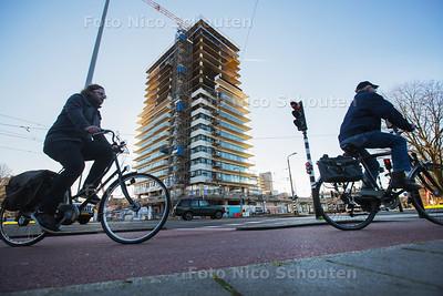 Flat op het De Savorin Lohmanplein krijgt make-over - DEN HAAG 25 JANUARI 2016 - FOTO NICO SCHOUTEN