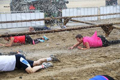 Mudmasters Scheveningen. Een modderige hardloopwedstrijd met obstakels - DEN HAAG 25 JUNI 2016 - FOTO NICO SCHOUTEN