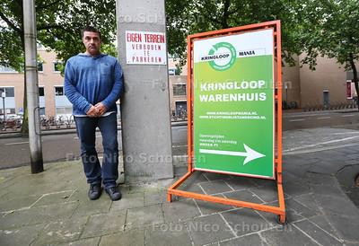 Henk Kersten van Kringloopwinkel Kringloopmania die naar zijn zeggen onterecht bekeurd is door een BOA wegens een reclamebord - ZOETERMEER 20 JUNI 2016 - FOTO NICO SCHOUTEN