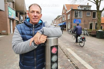 Ben Tichem in de Dorpsstraat. Hier worden binnenkort camera's geplaatst door bewoners en ondernemers zelf - ZOETERMEER 18 MAART 2016 - FOTO NICO SCHOUTEN