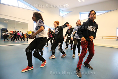 repetitie van 'On the Block'. Die treden het weekend op bij Delft Moves - DELFT 30 MAART 2016 - FOTO NICO SCHOUTEN