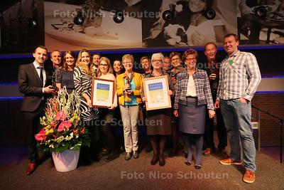 Uitreiking van de Loftrompet, de vrijwilligersprijs van de gemeente Westland - Winnaars Loftrompet (r) en publieksprijs (l) - MONSTER 23 MAART 2016 - FOTO NICO SCHOUTEN