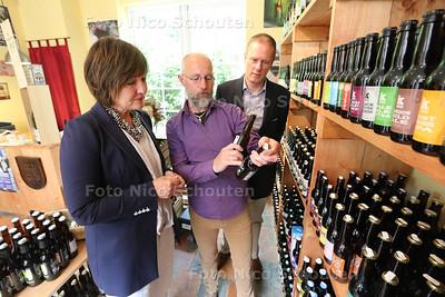 Bierwinkel - foto bij verhaal soepelere regels winkels/horeca - VOORBURG 27 MEI 2016 - FOTO NICO SCHOUTEN