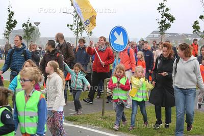 Delftse avondvierdaagse - Harnaschdreef - DEN HOORN 30 MEI 2016 - FOTO NICO SCHOUTEN