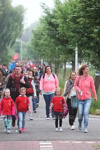 Delftse avondvierdaagse - Woudselaan - DEN HOORN 30 MEI 2016 - FOTO NICO SCHOUTEN