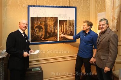 Opening tentoonstelling Missing Pieces, Museum Bredius - vlnr bestuurslid Willem jan Hoogsteder, wethouder Joria Wijsmuller en acteur Porgy Franssen - DEN HAAG 30 NOVEMBER 2016 - FOTO NICO SCHOUTEN