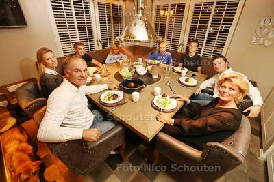 AAN TAFEL: Horecatycoon René Bogaart met zijn gezin - DEN HAAG 22 NOVEMBER 2016
