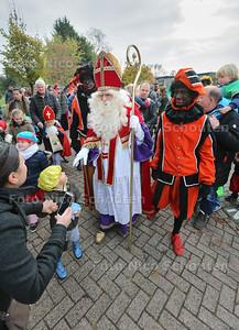 Intocht Sinterklaas Poeldijk - POELDIJK 12 NOVEMBER 2016 - FOTO NICO SCHOUTEN