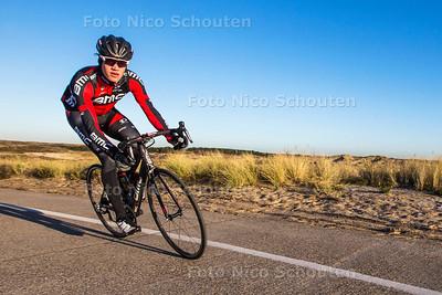 Profwielrenner Floris Gerts in de duinen van Wassenaar - WASSENAAR 28 NOVENBER 2016 - FOTO NICOSCHOUTEN