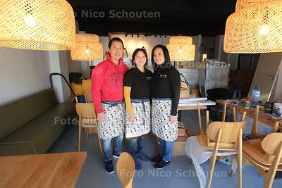 beste toko van nederland - toko menteng - opent filiaal in Wassenaar - Vlnr Seno The, zijn vrouw Ruby en Prisca (personeel) - WASSENAAR 29 NOVEMBER 2016 - FOTO NICO SCHOUTEN