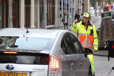Verkeerschaos door werkzaamheden Tournooiveld garage - Lange Houtstraat - DEN HAAG 25 OKTOBER 2016 - FOTO NICO SCHOUTEN