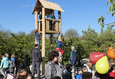 De uitkijktoren in het Hof van Seghwaert wordt in gebruik genomen - ZOETERMEER 19 APRIL 2017 - FOTO NICO SCHOUTEN