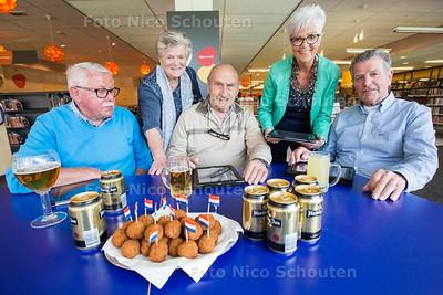 Bitterballen en Bier - vlnr; Cor Voogd, Francine Scholtes, Arie de Zeeuw, Loes Voogd, Geert de jong - NAALDWIJK 13 APRIL 2017 - FOTO NICO SCHOUTEN