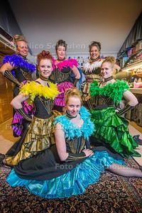 Esther Smit heeft de dansgroep Can Can Girls Zoetermeer opgericht. Elke dinsdag oefenen ze op haar zolder hun moves - ZOETERMEER 4 APRIL 2017 - FOTO NICO SCHOUTEN