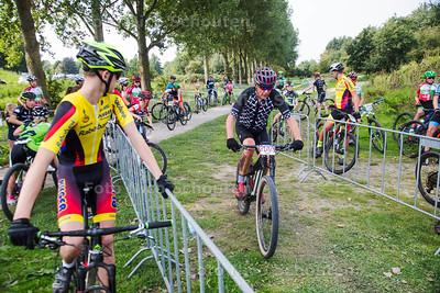 Mountainbike wedstrijd Buytenpark - Benelux Cup Zoetermeer- Het Buytenpark is toneel van mountainbikers dit weekend - ZOETERMEER AUGUSTUS  2017 - FOTO NICO SCHOUTEN