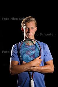 Opkomend Tennistalent Michiel de Krom (19) - LEIDSCHENDAM 1 AUGUSTUS 2017 - FOTO NICO SCHOUTEN