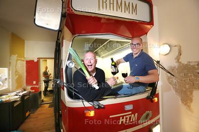 Bobby van Galen (r) en Pierre Wind, werkend aan het tweede restaurant van Hoftrammm: Tramhuys - VOORBURG 25 AUGUSTUS  2017 - FOTO NICO SCHOUTEN