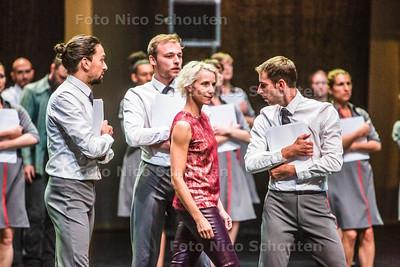 Repetitiefoto's van de voorstelling De Zaak Carmen (lonneke van leth)  in het Zuiderstrandtheater - DEN HAAG 22 AUGUSTUS  2017 - FOTO NICO SCHOUTEN