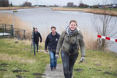 Grutto spotters vlnr Frank van der Knaap, Ben van Schie, Floor Koornneef - WESTLAND 23 FEBRUARI 2017 - FOTO NICO SCHOUTEN