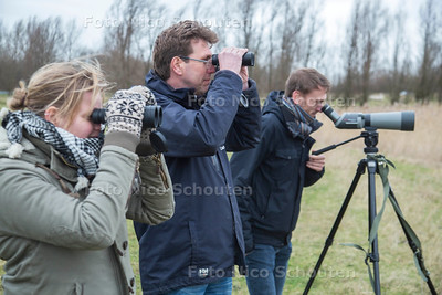 Grutto spotters vlnr Floor Koornneef Ben van Schie, Frank van der Knaap - WESTLAND 23 FEBRUARI 2017 - FOTO NICO SCHOUTEN
