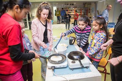 Vluchtelingen kinderen van de Bazaar (OZC Rijswijk) komen bezoeken de Steenvoordeschool - RIJSWIJK 17 FEBRUAR 2017