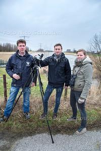 Grutto spotters vlnrBen van Schie, Frank van der Knaap en Floor Koornneef - WESTLAND 23 FEBRUARI 2017 - FOTO NICO SCHOUTEN