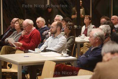 De inwoners van Voorschoten geven tijdens een bijeenkomst hun mening over het financiële hulpplan van de gemeente - VOORSCHOTEN 14 FEBRUARI 2017 - FOTO NICO SCHOUTEN