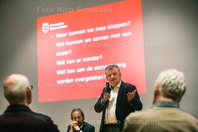 Wethouder van Financien Daan Binnendijk - De inwoners van Voorschoten geven tijdens een bijeenkomst hun mening over het financiële hulpplan van de gemeente - VOORSCHOTEN 14 FEBRUARI 2017 - FOTO NICO SCHOUTEN