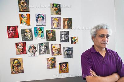 Syrische Kunstenaar Ahmed Kliege in Galerie Arti-Shock - RIJSWIJK 20 JULI  2017 - FOTO NICO SCHOUTEN