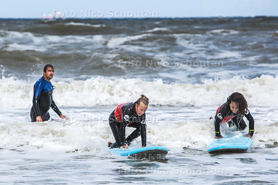 Surfles volgen op Scheveningen - DEN HAAG 25 JULI  2017 - FOTO NICO SCHOUTEN