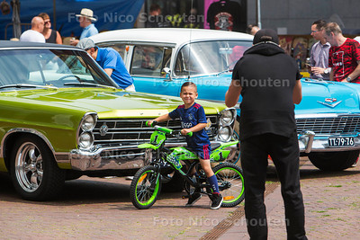 Rock 'n Roll dag in Oosterheem, the Sweetlake Rock 'n Roll revival - Classic Cars - ZOETERMEER 8 JULI  2017 - FOTO NICO SCHOUTEN