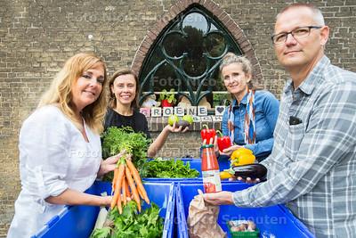 Groene Wij, een collectief waar je biologische groenten kan kopen - vlnr Karin, Mireille, Ellen en Rens - ZOETERMEER 15 JULI  2017 - FOTO NICO SCHOUTEN