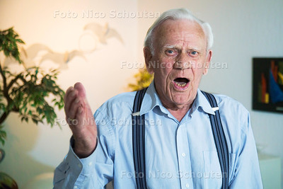 Gerard Olvers 92-jarige Zoetermeerder die meedoet aan Zoetermeer Live tijdens Zoetermeer Culinair - ZOETERMEER 28 JUNI 2017 - FOTO NICO SCHOUTEN