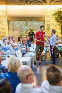 Zoetermeerders die de bijeenkomst van Provinciale Staten over de Holland Outlet mall (HOM) bijwonen - DEN HAAG 21 JUNI 2017 - FOTO NICO SCHOUTEN