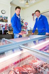 Jan (vader) en Jan Willem (zoon) Spronk Vlees uit eigen regio -  - ZOETERMEER 11 MEI  2017 - FOTO NICO SCHOUTEN