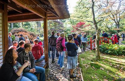 Drukte in de Japanse Tuin (Park Clingendeal). Het park is in oktober een aantal dagen open -  DEN HAAG 14 OKTOBER 2017 - FOTO NICO SCHOUTEN