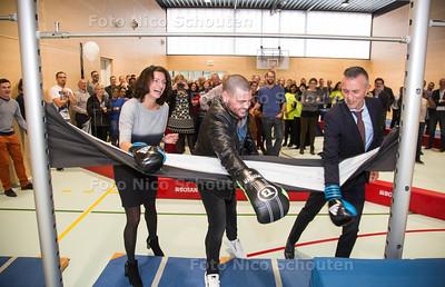 Opening nieuwe gymzalen van Rijswijks Lyceum en Van Vredenburch College door kickbokser Ibrahim 'the Beast' el Boustati (midden) - DEN HAAG 26 OKTOBER 2017 - FOTO NICO SCHOUTEN