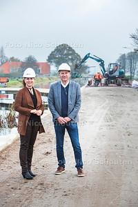 Werkzaamheden stompwijkseweg- links wethouder bianca bremer - LEIDSCHENDAM-VOORBURG 26 OKTOBER 2017 - FOTO NICO SCHOUTEN