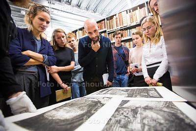 Abdelkader Benali geeft master in de Bibliotheek van de TU - DELFT 16 OKTOBER 2017 - FOTO NICO SCHOUTEN