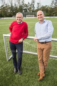 voetballers Pim van der Vegt (l) en Jos Vercauteren op het hoofdveld van HBS - DEN HAAG 26 OKTOBER 2017 - FOTO NICO SCHOUTEN