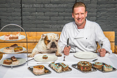 Hondentraiteur Remco Hegi met bulldog Fredt  -  DEN HAAG 27 SEPTEMBER 2017 2017 - FOTO NICO SCHOUTEN