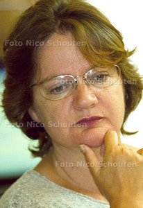 STAATSSECRETARIS KARIN ADELMUND ; DEN HAAG 28 AUGUSTUS 2001; FOTO: NICO SCHOUTEN