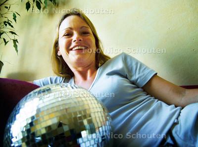 NATASJA VAN DER HORST, DJ DAME; DEN HAAG 18 AUGUSTUS 2001; FOTO: NICO SCHOUTEN
