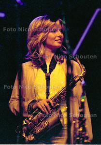 CANDY DULFER OP NORTHSEA JAZZ; 13 JUNI 2001; FOTO: NICO SCHOUTEN