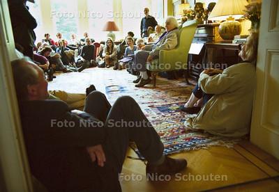 DICHTERS AAN HUIS, JAN WOLKERS; DEN HAAG 30 SEPTEMBER 2001; FOTO: NICO SCHOUTEN