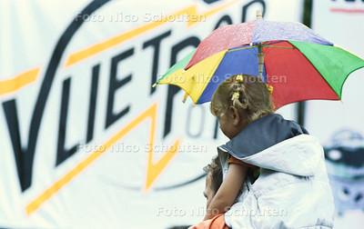 REGEN OP VLIETPOP; LEIDSCHENDAM 14 JULI 2001; FOTO: NICO SCHOUTEN