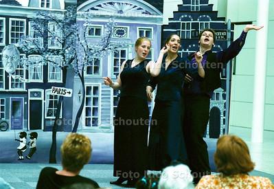 ANNIE M.G. SCHMIDT-LIEDJES FESTIVAL IN HET ATRIUM; DEN HAAG 12 MEI 2002; FOTO: NICO SCHOUTEN