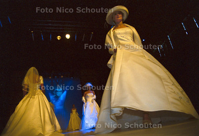 LOVE AND MARRIAGE BEURS, MODESHOW; DEN HAAG 13 JANUARI 2002; FOTO: NICO SCHOUTEN