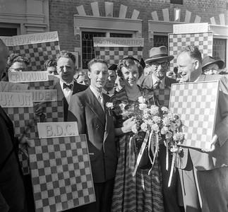Huwelijk Roozenburg (wereldkampioen dammen) rechts Keller